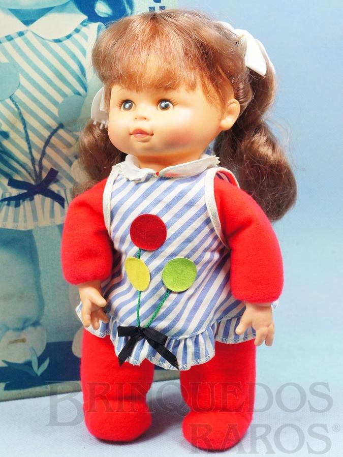 Brinquedo antigo Boneca Pituquinha com 30 cm de altura Cabeça de vinil Cabelos de nylon Olhos pintados Corpo de tecido recheado de bolinhas plásticas Ano 1976