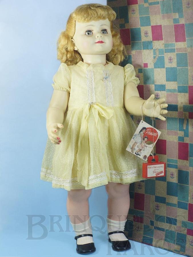 Brinquedo antigo Boneca Priminha com 80,00 cm de altura Acompanha Folheto e Bolsinha de papel Caixa datada Dezembro de 1961 Cabelos de Nylon e Olhos de dormir Ano 1961