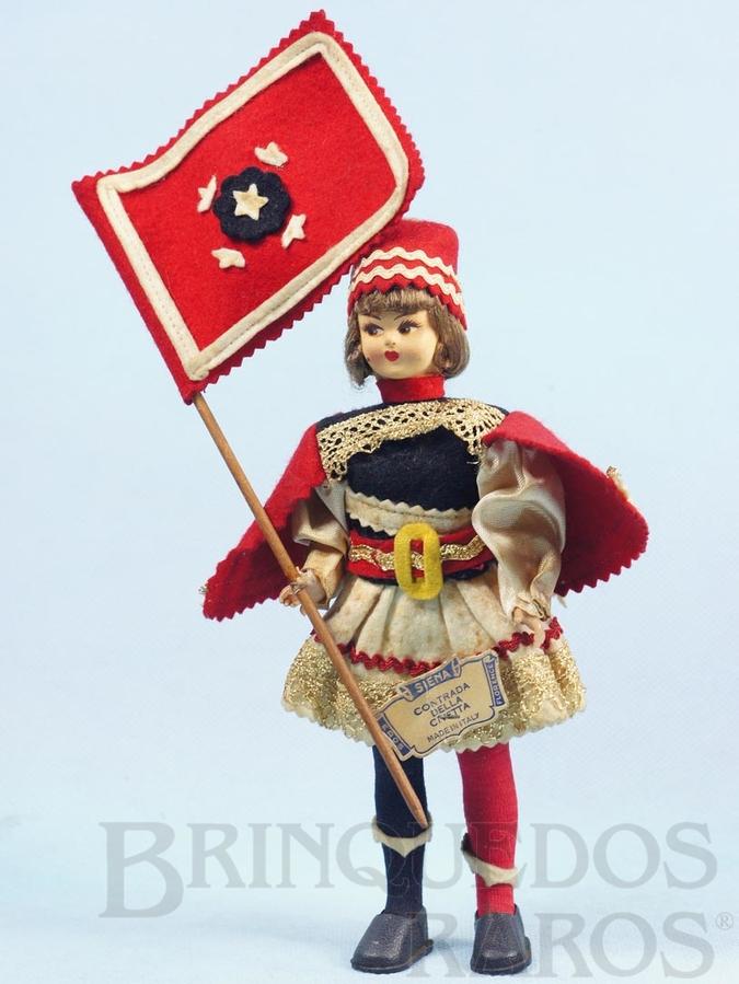 Brinquedo antigo Boneco com 20,00 cm de altura Traje típico da cidade de Sienaa Itália rosto de massa e corpo de plástico Olhos pintados Década de 1960