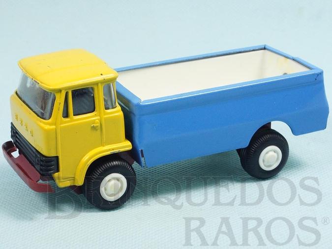 Brinquedo antigo Caminhão Ebro D550 com 13,00 cm de comprimento Cabine de metal basculante Chassi de aço Década de 1970