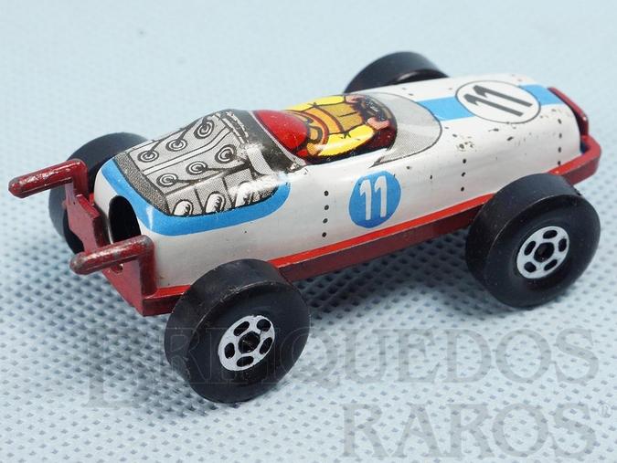 Brinquedo antigo Carro de Corrida apontador de lápis com 7,00 cm de comprimento Carroceria de lata e chassi de metal Década de 1970