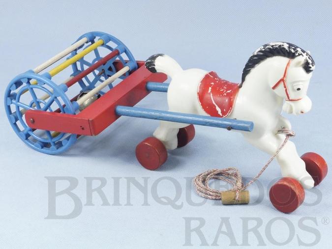 Brinquedo antigo Cavalo com rodas e Rolo Sonoro com Guizo 34,00 cm de comprimento Década de 1970