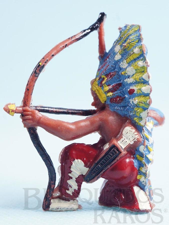 Brinquedo antigo Chefe índio ajoelhado atirando com arco Chefe Flexa Certeira Numerado 133 Década de 1960