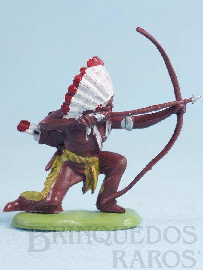 Brinquedo antigo Chefe índio ajoelhado atirando com arco e flecha Década de 1970