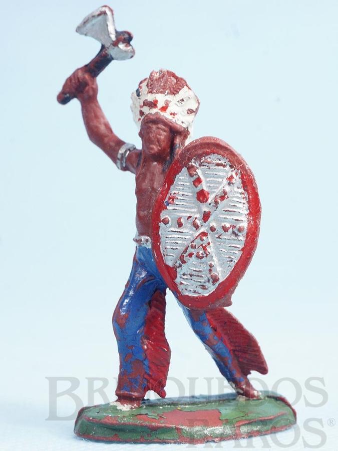 Brinquedo antigo Chefe índio de pé com Escudo e Machado Casablanca Década de 1960