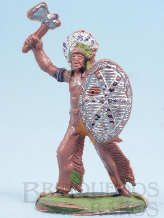 Brinquedo antigo Chefe índio de pé com Escudo e Machado Gulliver numerado 23