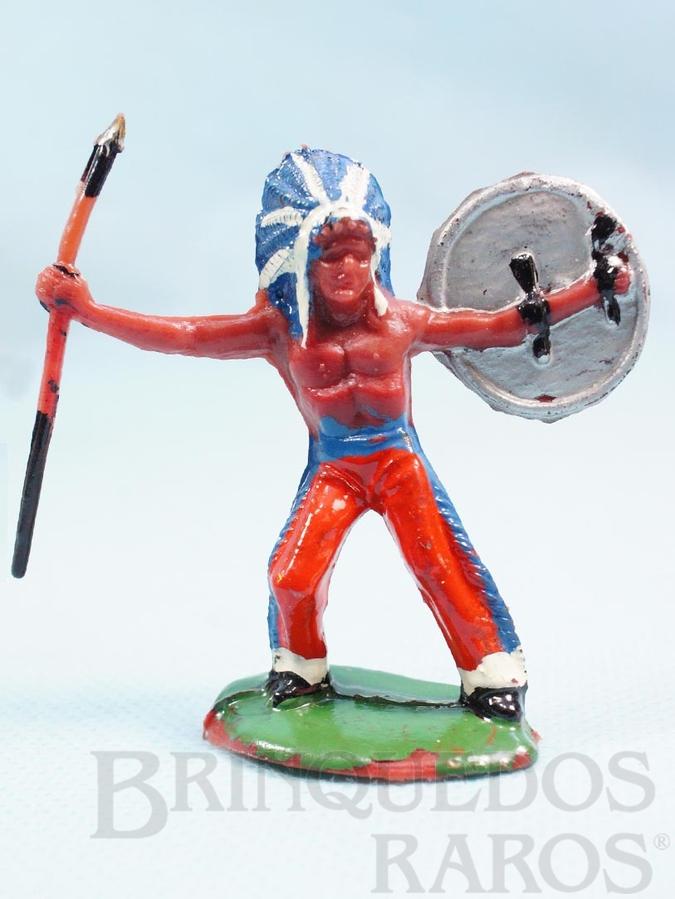 Brinquedo antigo Chefe índio de pé com lança e escudo Casablanca Década de 1960