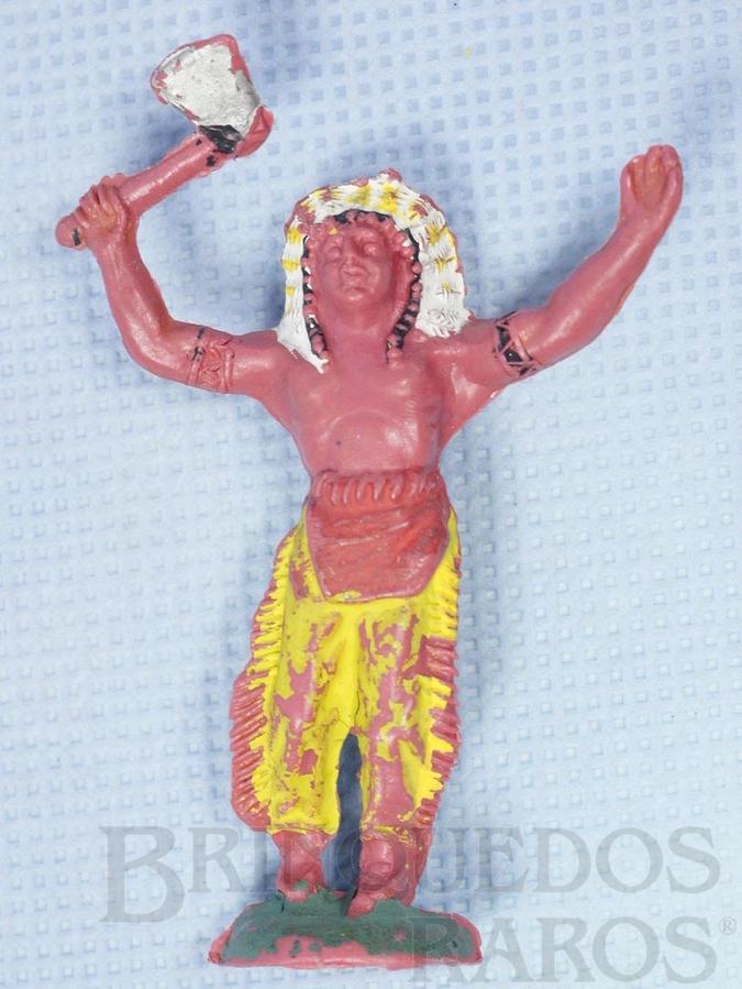 Brinquedo antigo Chefe índio de pé com machado Gulliver numerado 17 com Bracelete Década de 1970