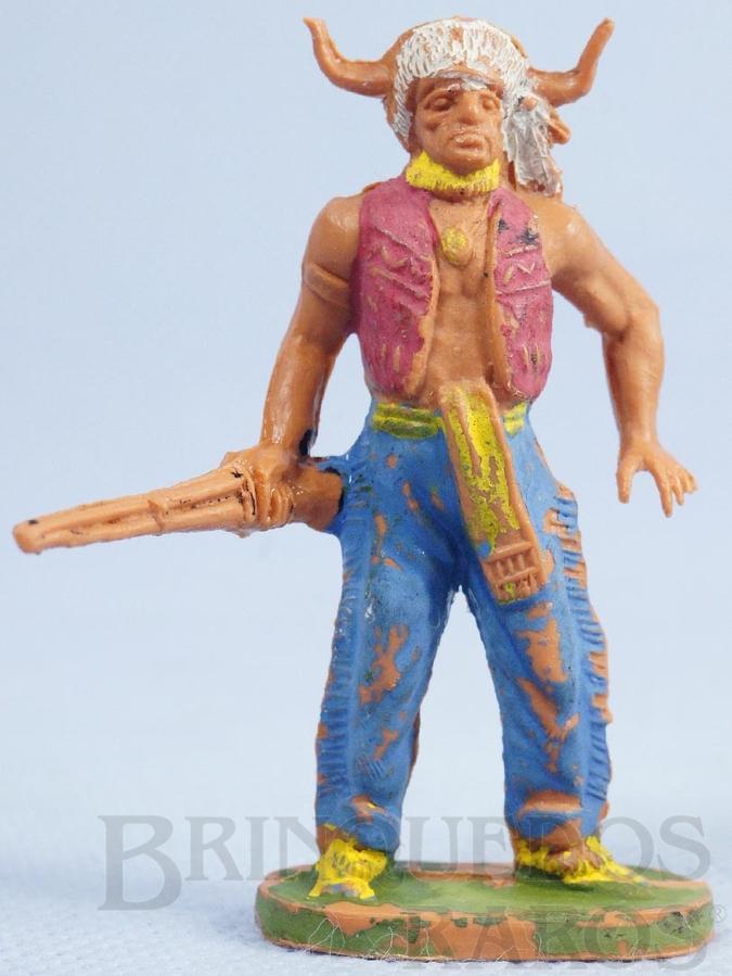 Brinquedo antigo Chefe índio de pé com rifle Gulliver Década de 1970