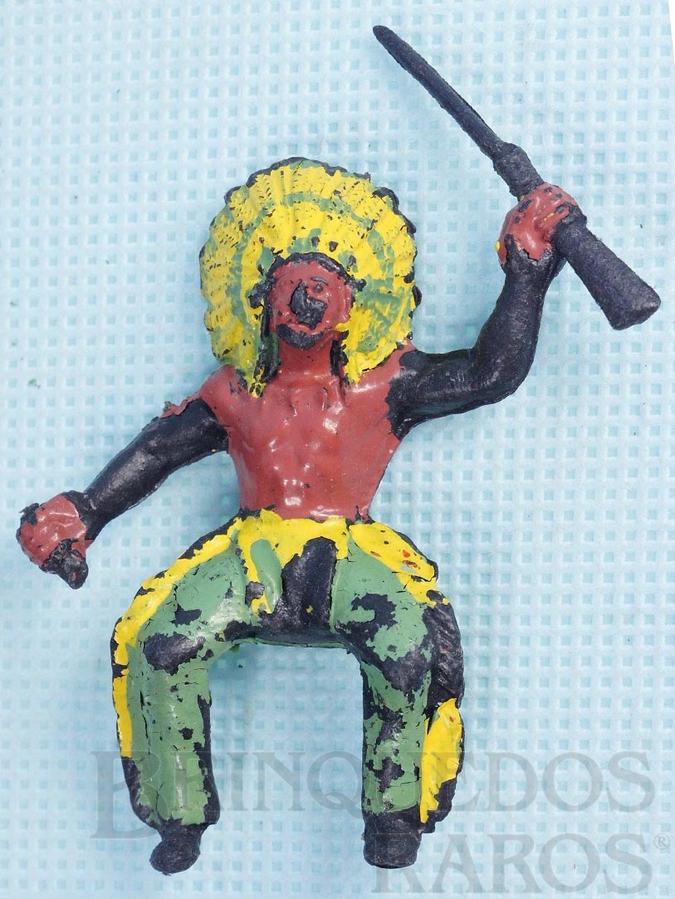 Brinquedo antigo Chefe índio montado a cavalo com rifle e tocha faltando Plástico preto pintado Década de 1960