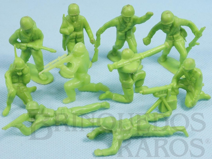 Brinquedo antigo Conjunto com 10 Soldados de plástico verde claro Década de 1960