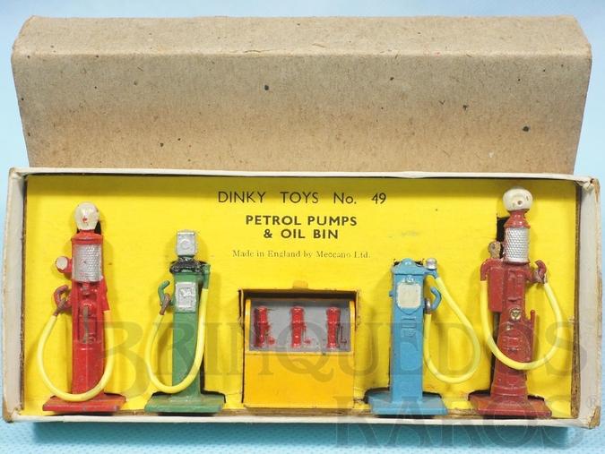 Brinquedo antigo Conjunto com 4 Bombas de Gasolina e Bomba com óleo Lubrificante Petrol Pumps + Oil Bin 100% original Perfeito estado Ano 1935