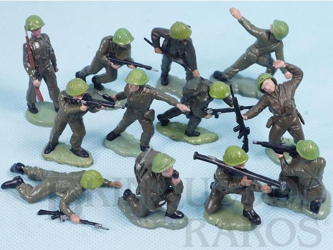 Brinquedo antigo Conjunto Completo com 12 Soldados ingleses em diversas poses diferentes Década de 1970