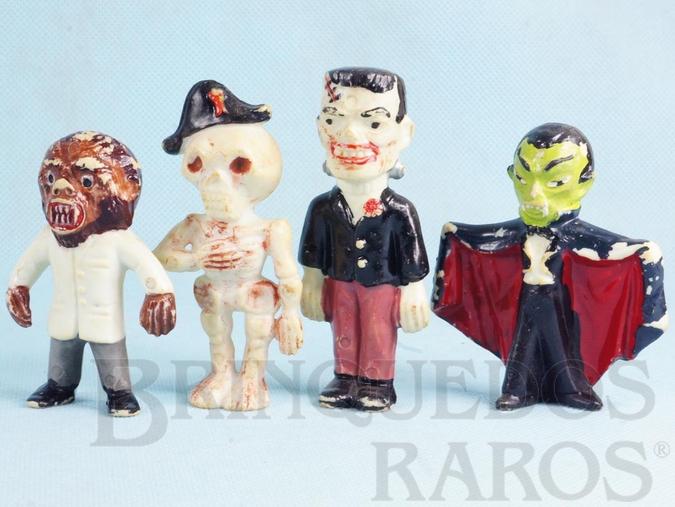 Brinquedo antigo Conjunto Completo com 4 personagens clássicos de Terror Frankstein Drácula Caveira e Lobsomem 8,00 cm de altura Década de 1970