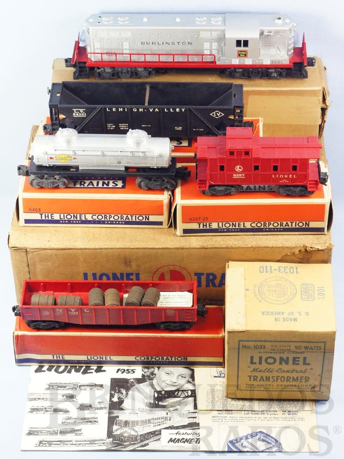 Brinquedo antigo Conjunto completo com Locomotiva Diesel GP-7 Burlington 4 Vagões de carga e transformador Caixas individuais e Master Box Ano 1955