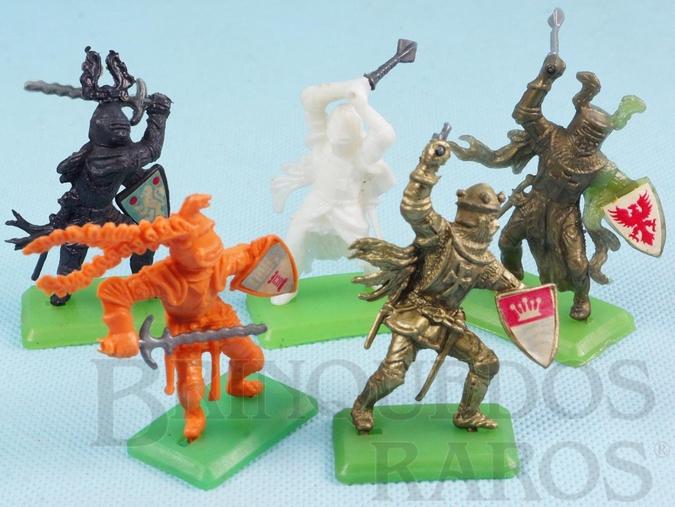 Brinquedo antigo Conjunto completo com Rei Athur e mais 4 Guerreiros Medievais Cópia Britains Série Rei Arthur Década de 1970