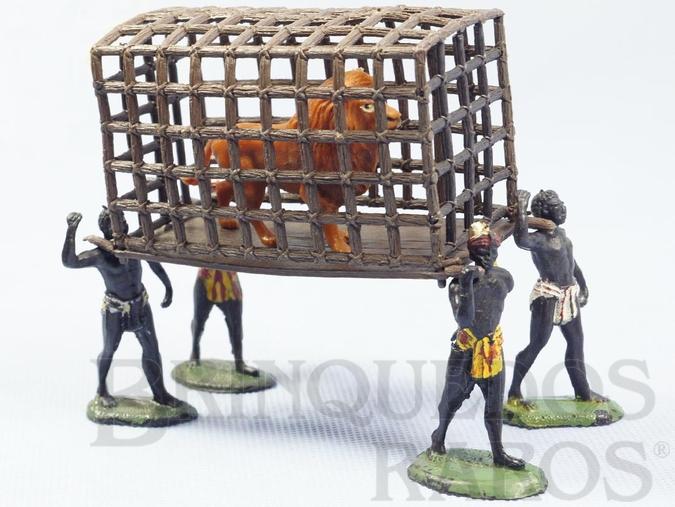 Brinquedo antigo Conjunto completo com uma Jaula um Leão dois Nativos Carregadores e dois Nativos Caçadores com Arco Série Safari na África Gulliver Década de 1970