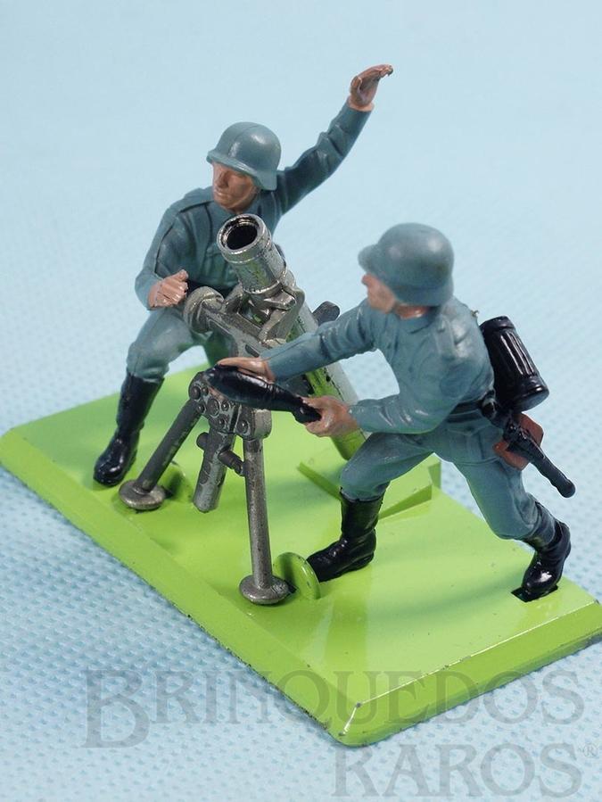 Brinquedo antigo Conjunto de Morteiro e dois Soldados alemães Série Deetail com Base de metal Década de 1960