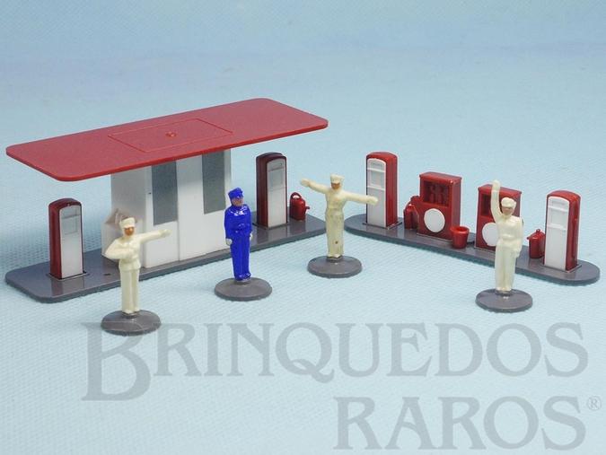 Brinquedo antigo Conjunto de Posto de Gasolina com Janelas Sólidas e 4 Frentistas Década de 1950