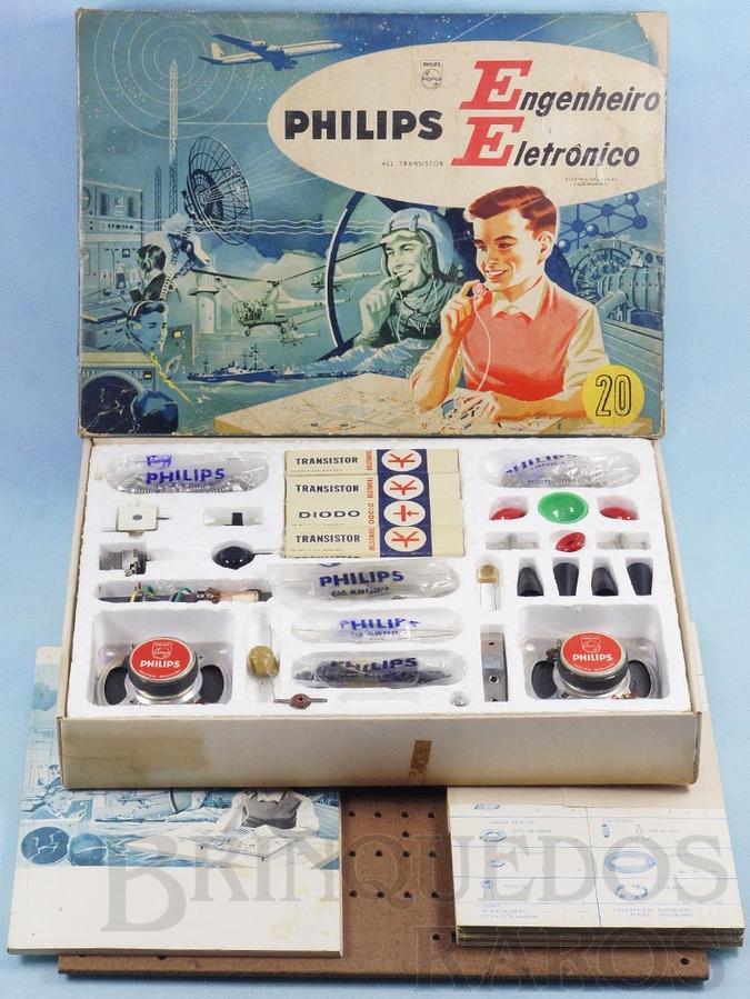 Brinquedo antigo Conjunto Engenheiro Eletrônico Modelo EE20 completo perfeito estado com Manual componentes e cartelas lacradas Década de 1960
