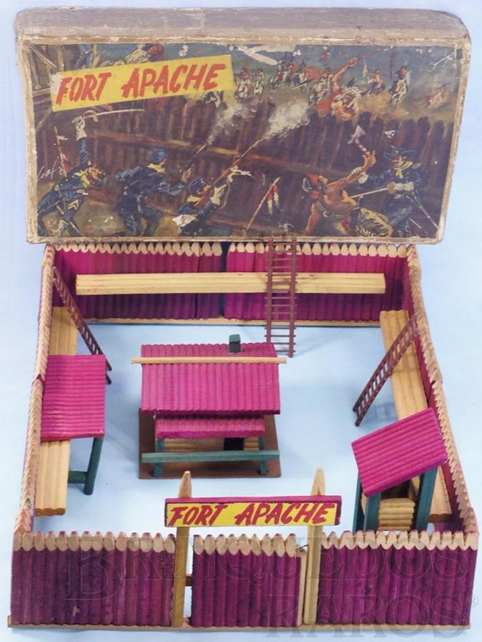 Brinquedo antigo Conjunto Fort Apache medindo 49,00 x 60,00 cm de base Forte Apache completo sem figuras perfeito estado 100% original Terceira Série Ano 1968
