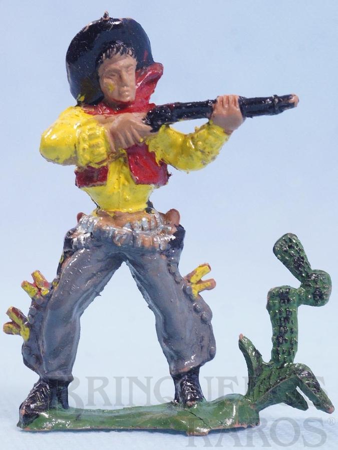 Brinquedo antigo Cowboy de pé atirando com rifle Cactus na base Gulliver numerado 41 Década de 1970