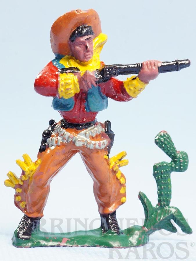 Brinquedo antigo Cowboy de pé atirando com rifle Cowboy no Deserto Casablanca numerado 120 Década de 1960