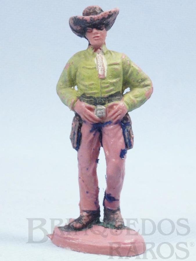 Brinquedo antigo Cowboy de pé com as mãos no cinturão Gulliver Década de 1970