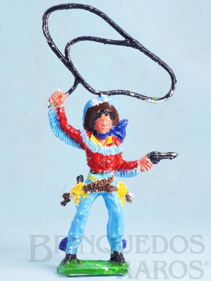 Brinquedo antigo Cowboy de pé com laço e revolver 16,00 cm de altura Década de 1970