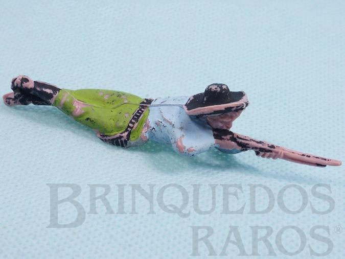 Brinquedo antigo Cowboy deitado atirando com rifle Gulliver