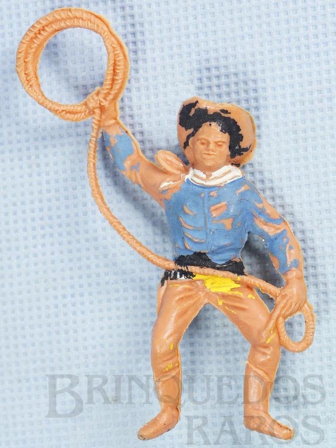 Brinquedo antigo Cowboy montado a cavalo com laço