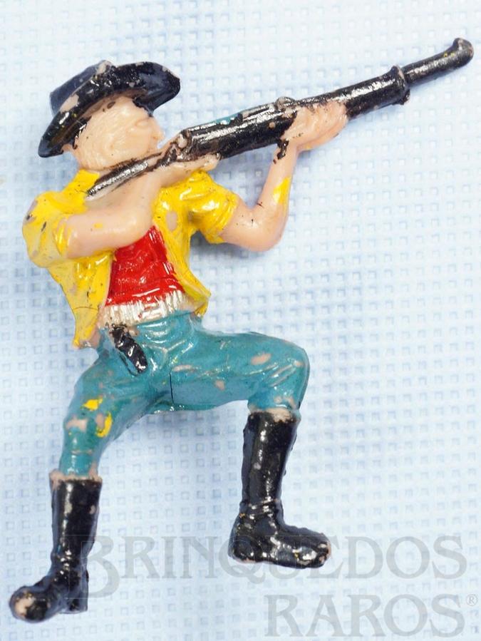Brinquedo antigo Cowboy Sentado atirando com rifle Casablanca numerado 131 Década de 1970
