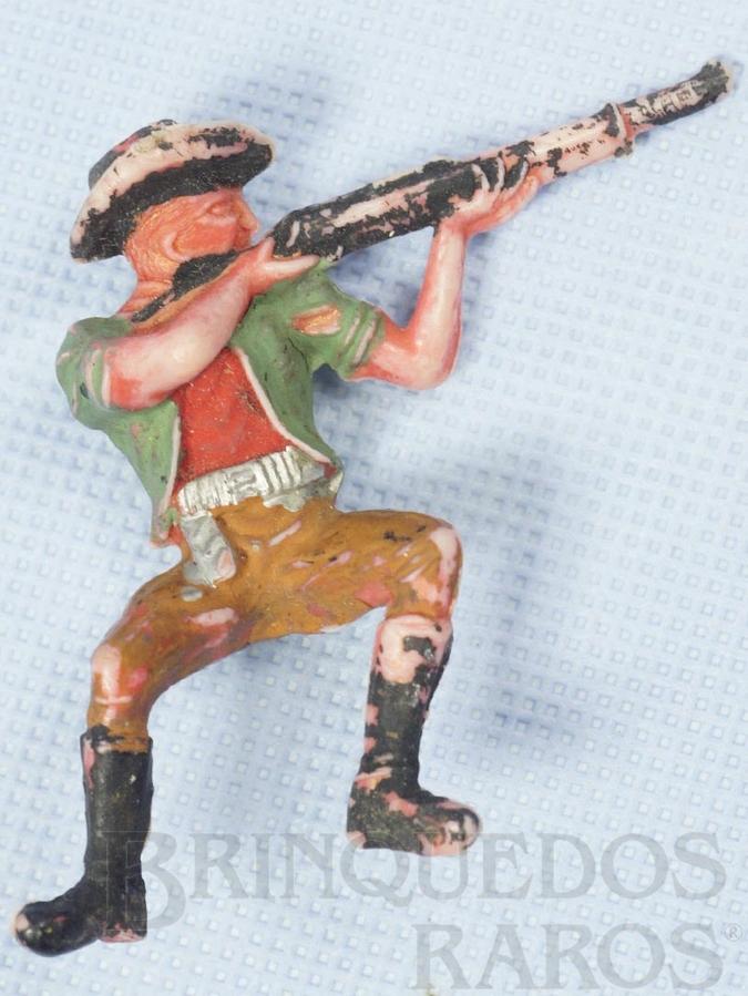Brinquedo antigo Cowboy Sentado atirando com rifle numerado 131 Gulliver Década de 1970