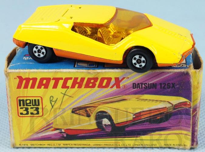 Brinquedo antigo Datsun 126 X Superfast amarelo