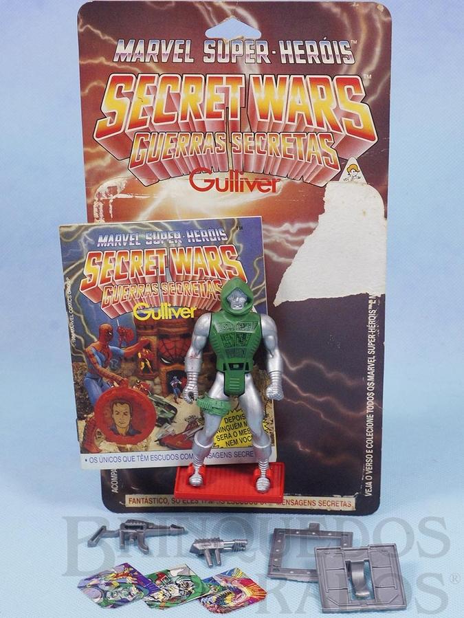 Brinquedo antigo Dr. Destino Secret Wars Completo com Escudo e Armas acompanham Revista e Cartela Originais Ano 1986
