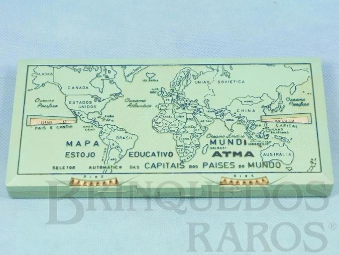 Brinquedo antigo Estojo Escolar Mapa Mundi Estojo Educativo com 20,00 cm de largura Apresenta um Seletor automático que mostra as Capitais dos Países do Mundo Década de 1950
