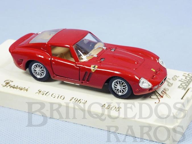 Brinquedo antigo Ferrari 250 GTO 1963