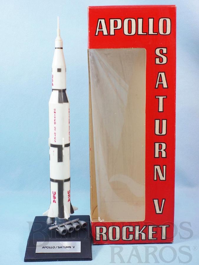 Brinquedo antigo Foguete Saturn V Projeto Apollo com 33,00 cm de altura Década de 1960