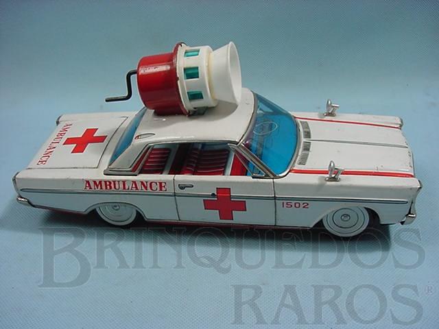 Brinquedo antigo Ford Galaxie ambulância com sirene operacional na capota Década de 1970