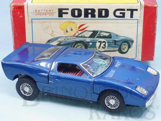 Brinquedo antigo Ford GT com 26,00 cm de comprimento Motor iluminado Sistema Bate e Volta anda para e abre os Capôs do motor Década de 1970