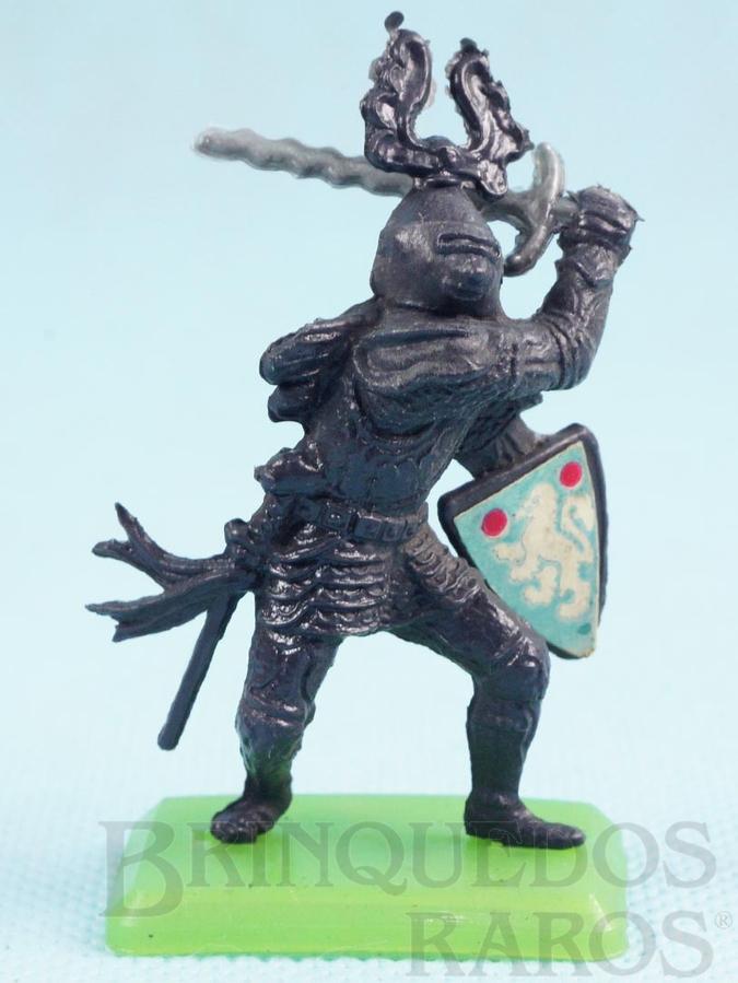 Brinquedo antigo Guerreiro medieval com Espada e Escudo Cópia Britains Série Rei Arthur Década de 1970