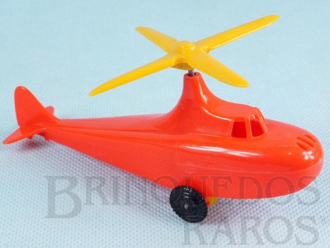 Brinquedo antigo Helicóptero com 12,50 cm de comprimento Movimenta a hélice conforme giram as rodas Coleção Miguel Cerrato Década de 1950