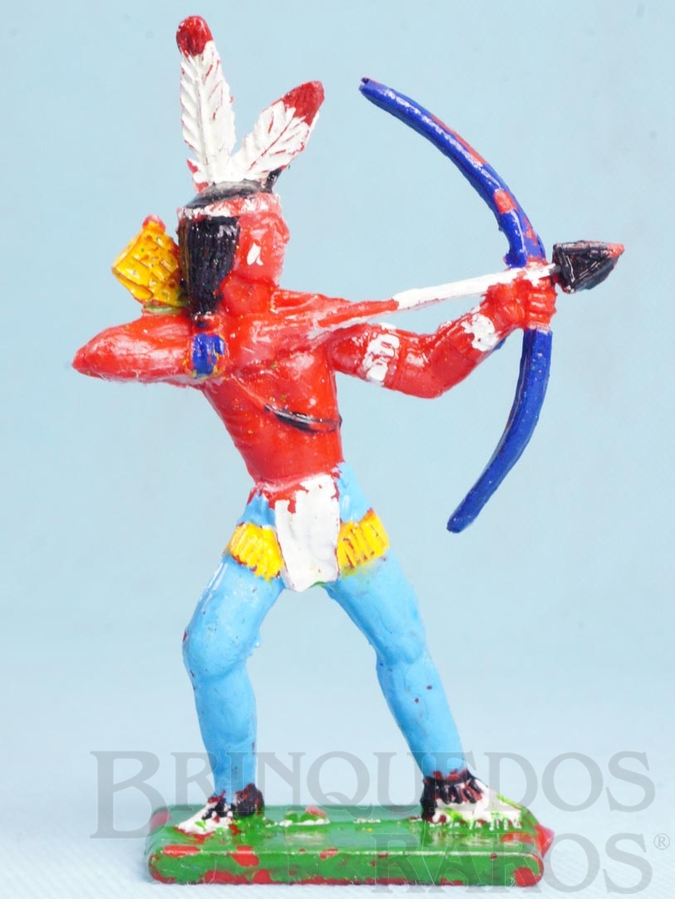 Brinquedo antigo Índio de pé atirando com Arco e flecha 11,00 cm de altura Década de 1970
