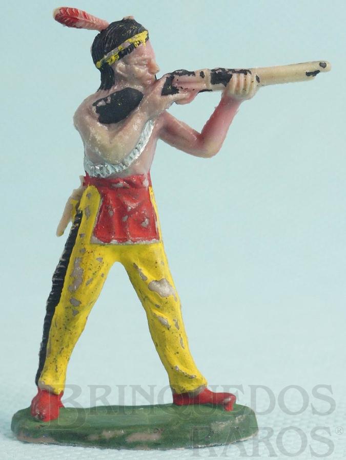 Brinquedo antigo Índio de pé atirando com rifle Casablanca Índio Atirador numerado 56 Década de 1960