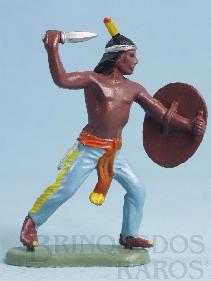 Brinquedo antigo Índio de pé com faca e escudo Década de 1970