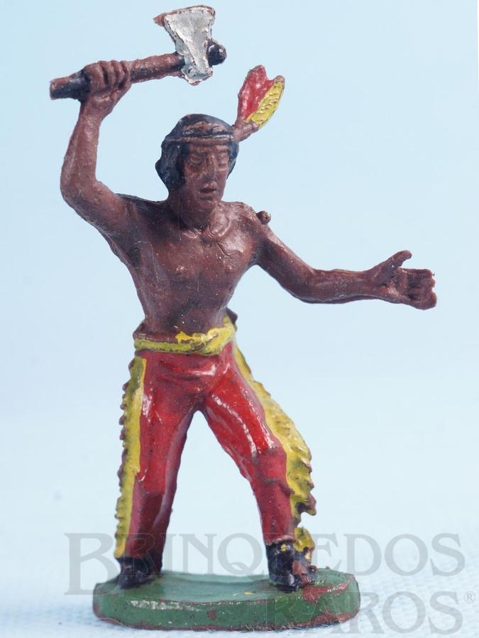 Brinquedo antigo Índio de pé com machado