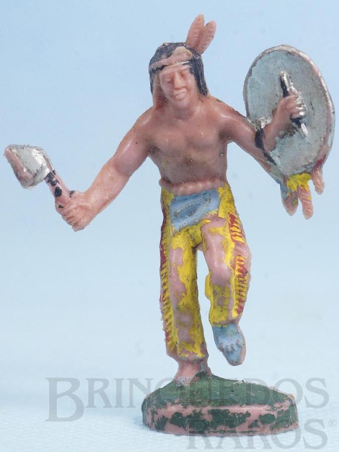 Brinquedo antigo Índio de pé com machado e escudo Gulliver Década de 1970