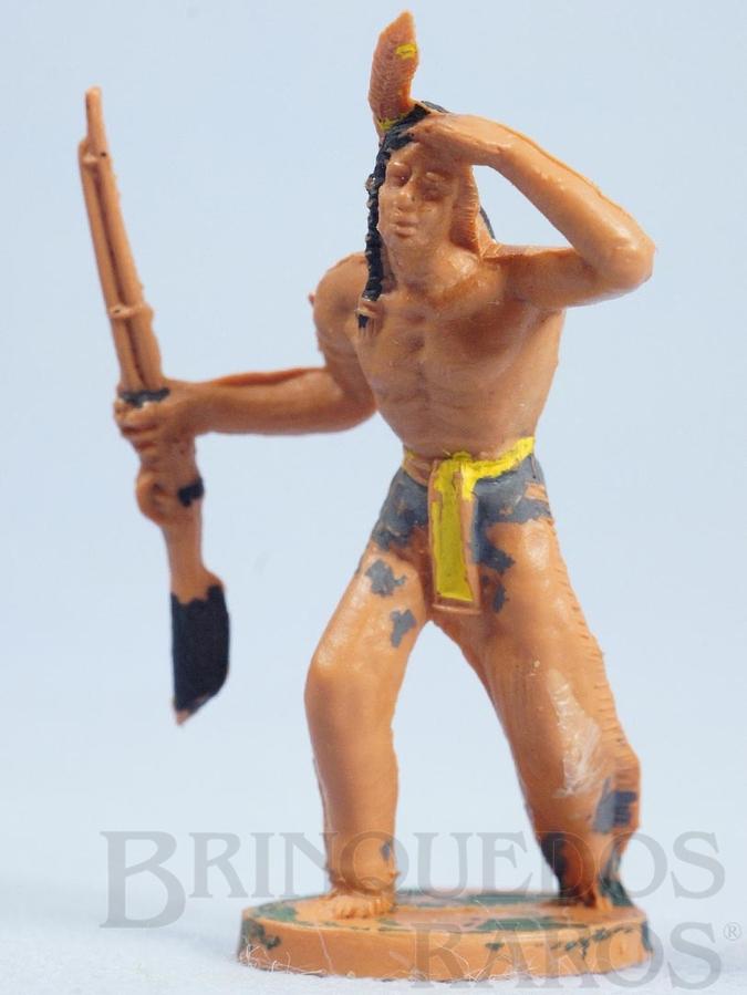 Brinquedo antigo Índio de pé com rifle Gulliver Década de 1970