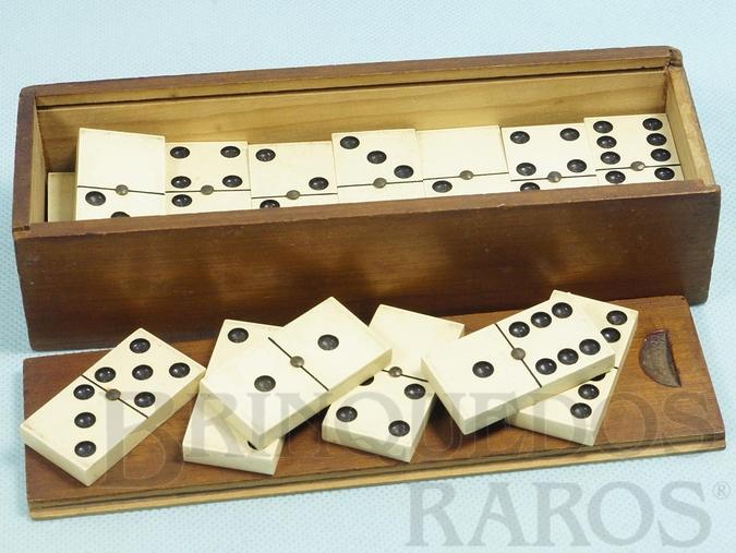 Brinquedo antigo Jogo de Dominó com 28 pedras brancas Década de 1950