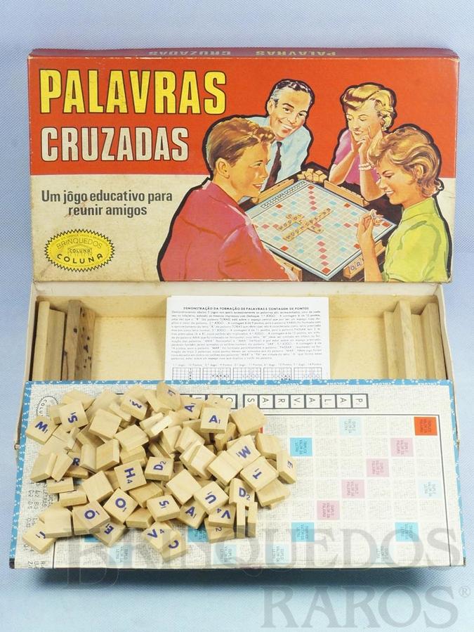 Brinquedo antigo Jogo Palavras Cruzadas completo com 120 pedras de madeira Década de 1960